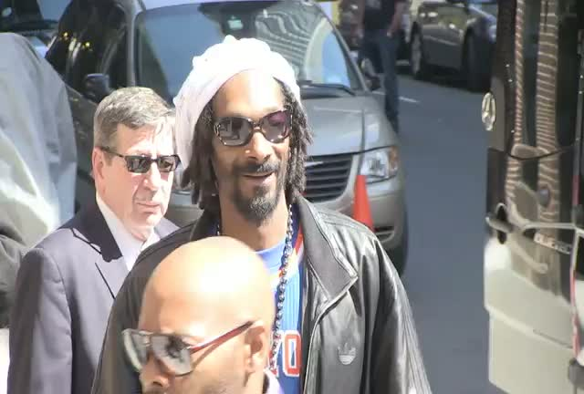 Snoop Lion Signs For His Fans After 'David Letterman' Appearance