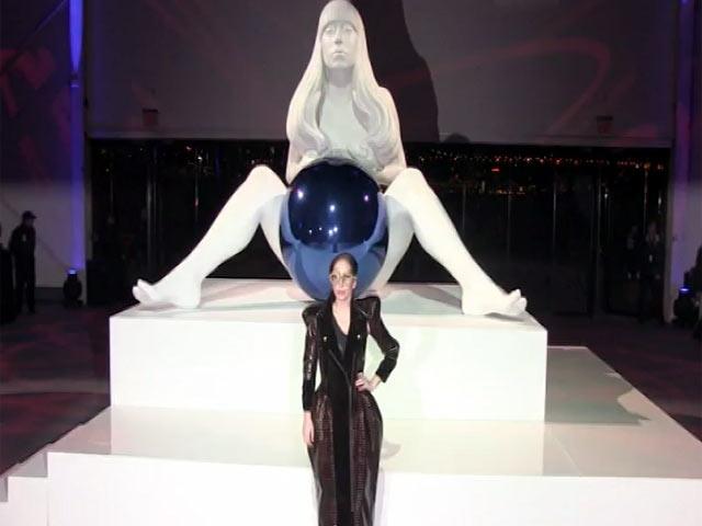 Lady Gaga Unveils Jeff Koons' Naked Sculpture In 'ARTPOP' Exhibition