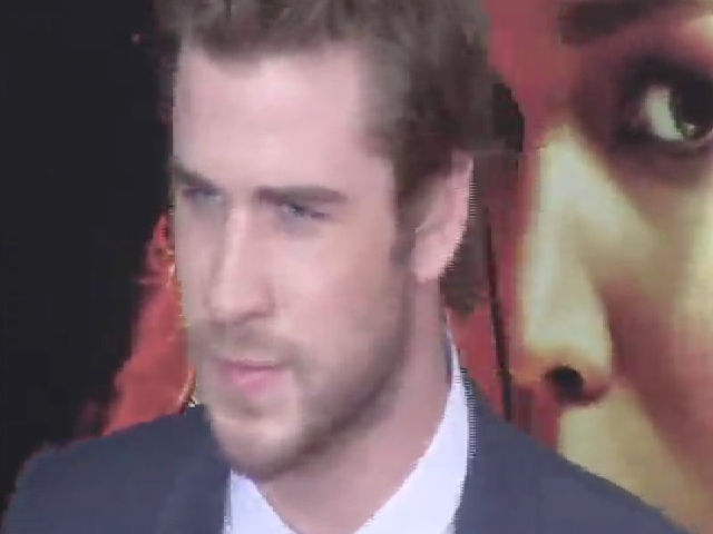 Liam Hemsworth Poses With Co-Stars At The 'Catching Fire' NY Premiere - Part 3