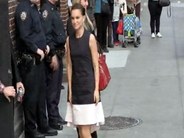 Natalie Portman Goes Monochrome On Arriving For 'Letterman'