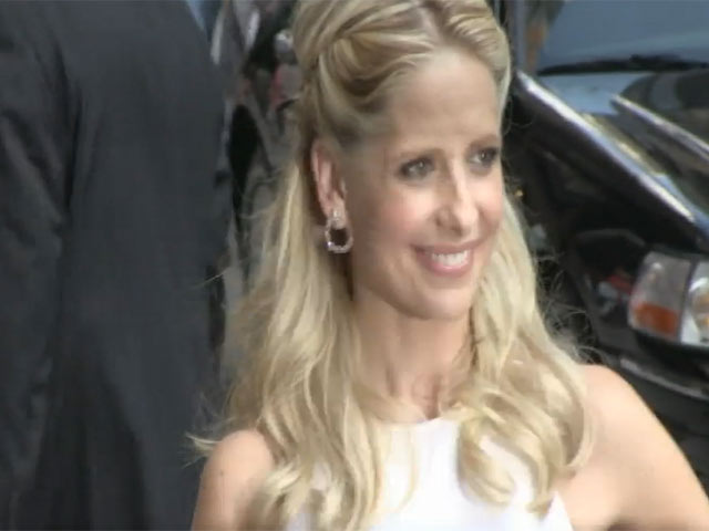 Sarah Michelle Gellar Tells Fans Off For Forcefully Trying To Obtain Autographs Outside 'Letterman'