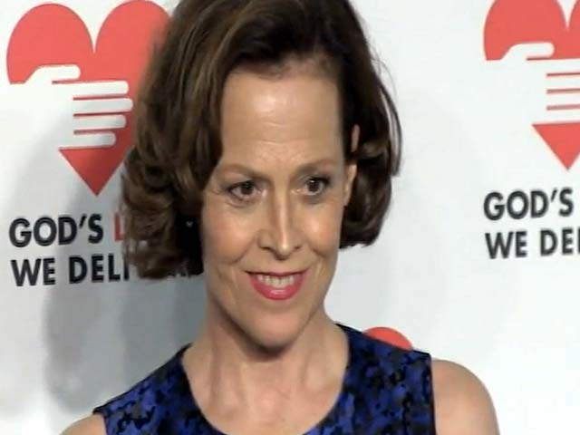 Sigourney Weaver And Bette Midler Arrive At The GLWD  2013 Golden Heart Awards - Part 1