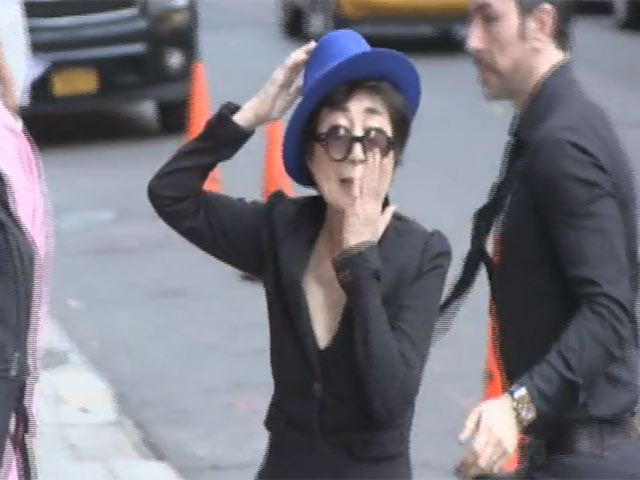 Yoko Ono Blows A Kiss To Paparazzi Outside 'Letterman'