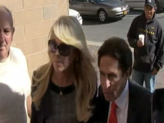 Dina Lohan Snubs Paparazzi As She Pulls Up In Court In A Silver Roller