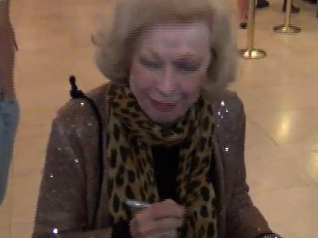 Jane Kean Runs Late For 'The Wizard Of Oz' Hollywood Opening - Part 7