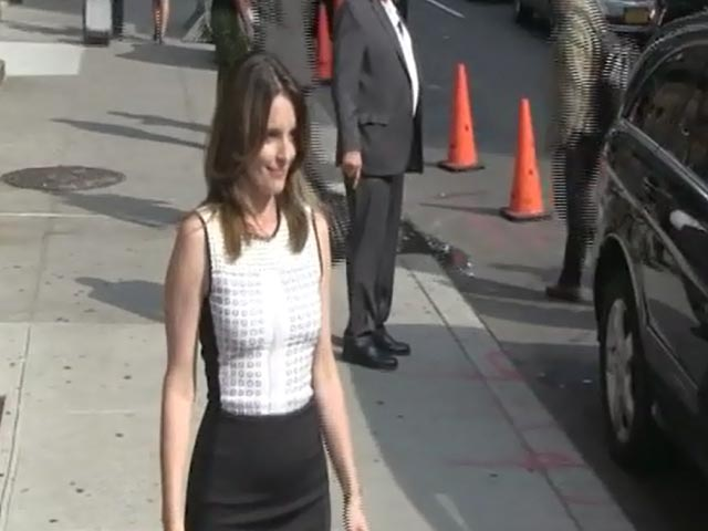 Tina Fey Looks Super Smart As She Poses Outside The Letterman Studios