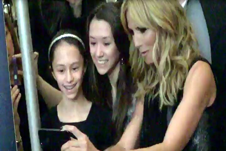 Heidi Klum Takes Selfies With Fans At 'America's Got Talent' Event