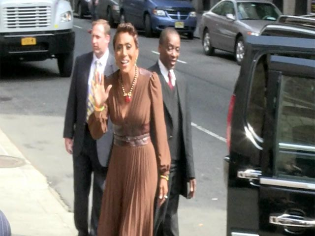 Robin Roberts Looks As Smiley As Ever As She Arrives Outside 'Letterman'