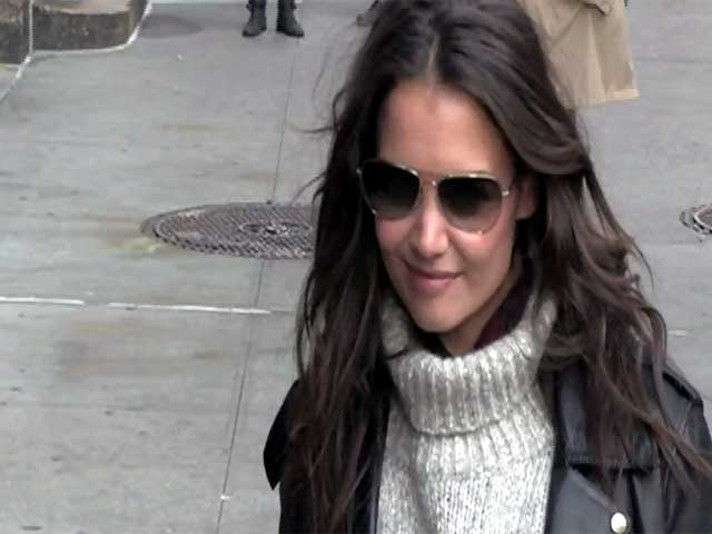 Katie Holmes Dresses Down As She Arrives Outside 'Letterman'