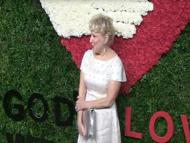 Bette Midler And Jenny Slate Arrive At The 2014 God's Love We Deliver Golden Heart Awards - Part 1