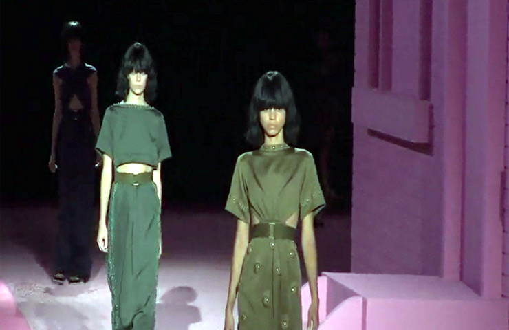 Models Go Khaki On The Runway At The Marc Jacobs Spring 2015 Show During New York Fashion Week