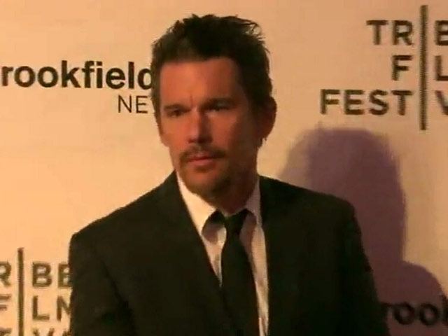 'Good Kill' Stars Ethan Hawke And January Jones Hit The Red Carpet At Tribeca Screening