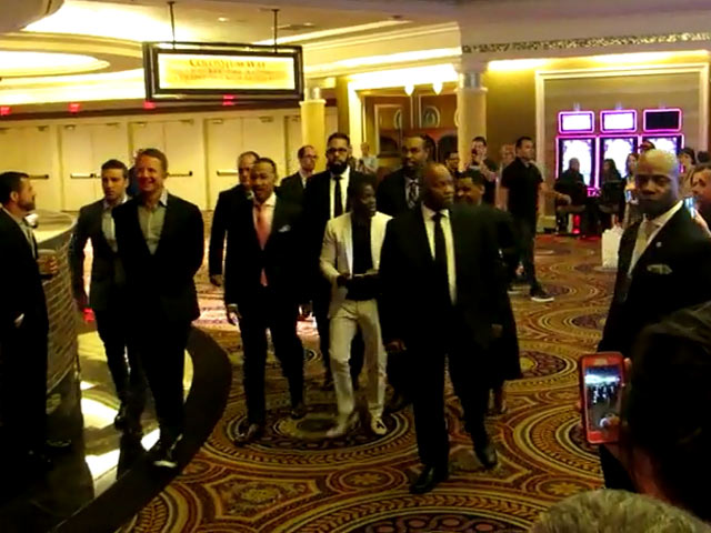 Kevin Hart Arrives To Be Honored At The 2015 CinemaCon Awards
