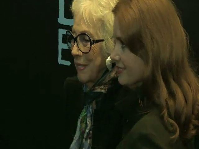 Amy Adams Poses With Artist Margaret Keane At 'Big Eyes' Premiere - Part 3