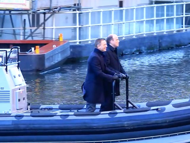 Daniel Craig And Rory Kinnear Hold Tight On Bobbing Speedboat During 'Spectre' Filming - Part 5