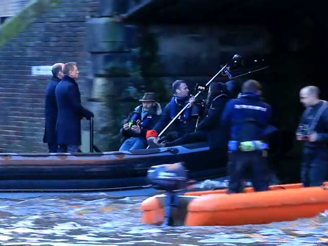 Daniel Craig And Rory Kinnear Speed Under Thames Bridge In 'Spectre' Filming - Part 7