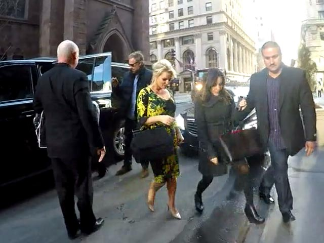 Jessica Simpson Looking Classy At Manhattan Hotel