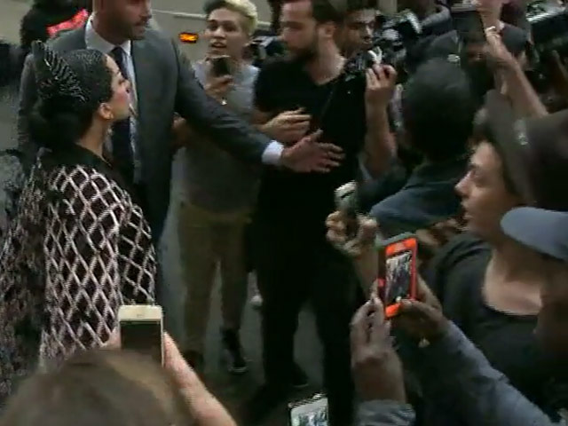 Lady Gaga Causes A Minor Crowd Disturbance As She Sets Out For The 2015 Met Gala - Part 1
