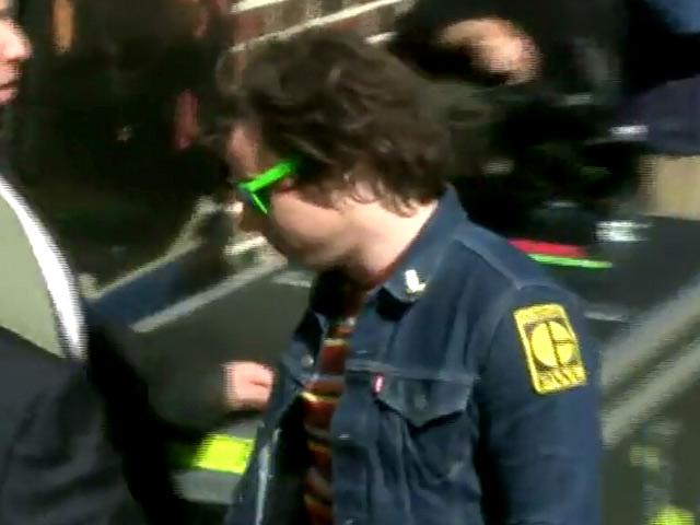 Ryan Adams Snubs Paparazzi Outside 'Letterman'